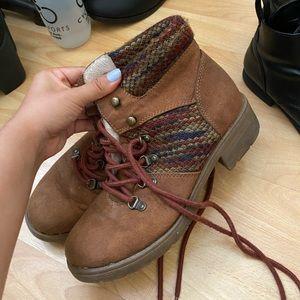 Mossimo hiking boots